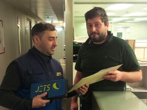 T'expliquem en què consisteix el servei de missatgeria urgent i entrega en mà de JETS